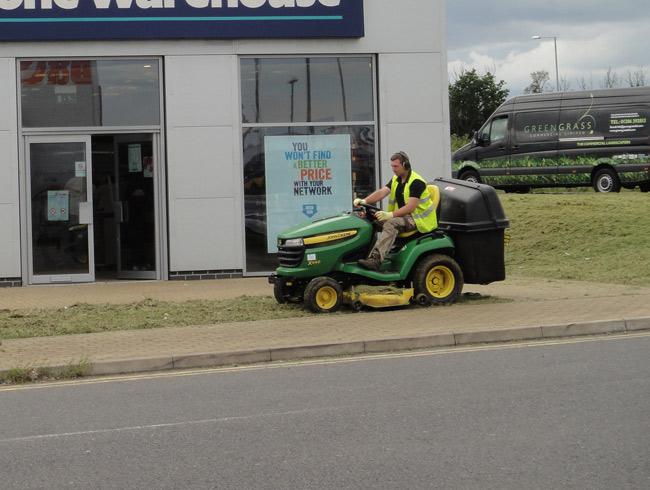 Greengrass landscaping lawn treatments in north essex for Garden maintenance van